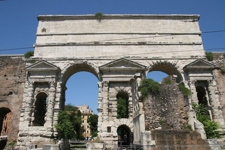 Gebosseerd for Porta maggiore