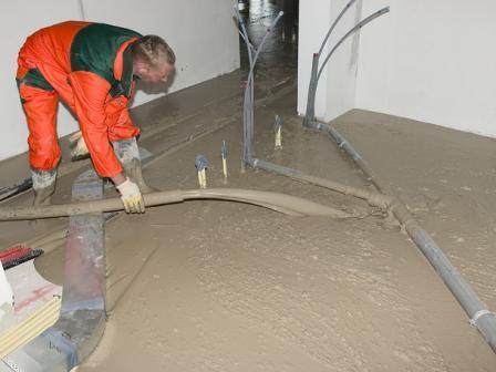 Tuinverbouwing Nieuwe Vloer : Hout beton schutting schuimbeton vloer