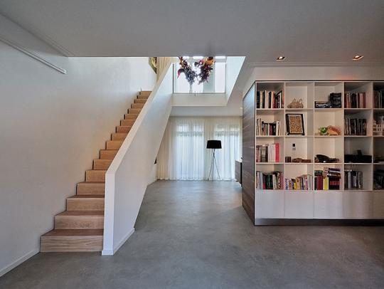Woonkamer Betonvloer : een woning met een gevlinderde betonvloer ...